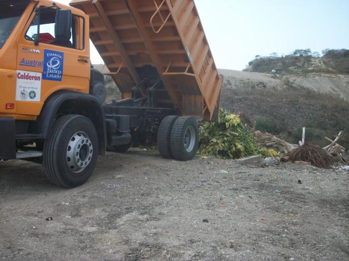 Transporte de desechos desde la cuneta de la Comunidad El Jobo,  Cementerio General de Calderón y del Cementerio de El  Rodeo hasta el vertedero municipal.