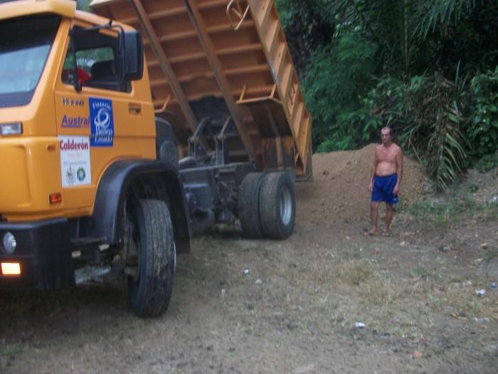 Transporte de cascajo desde la Comunidad El Mate hasta La Comunidad La Quebrada de Guillen.